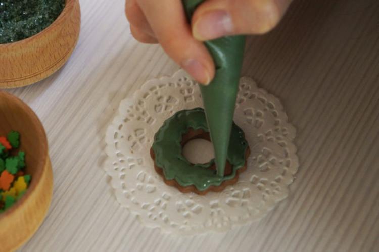 Приготовить цветную глазурь для пряников