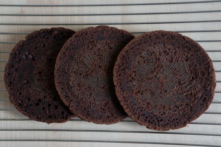 Шоколадный бисквит на кипятке