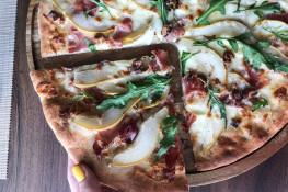 Пицца с грушей и сыром рецепт