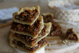Ореховый пирог с начинкой из орехов