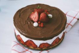 Рецепт творожно клубничного торта Фрезье