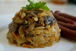 Тушенная капуста с шампиньонами на сковороде рецепт с фото