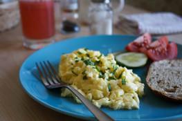 Яичница болтунья на завтрак рецепт с фото
